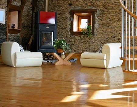 Podłogi krajowe i egzotyczne, podłogi lite i warstwowe deski podłogowe, parkiety, mozaiki przemysłowe, mozaiki tradycyjne i mozaiki pałacowe, gotowe podłogi lakierowane i olejowane, deski bambusowe, panele drewniane, deski na ogrzewanie podłogowe,